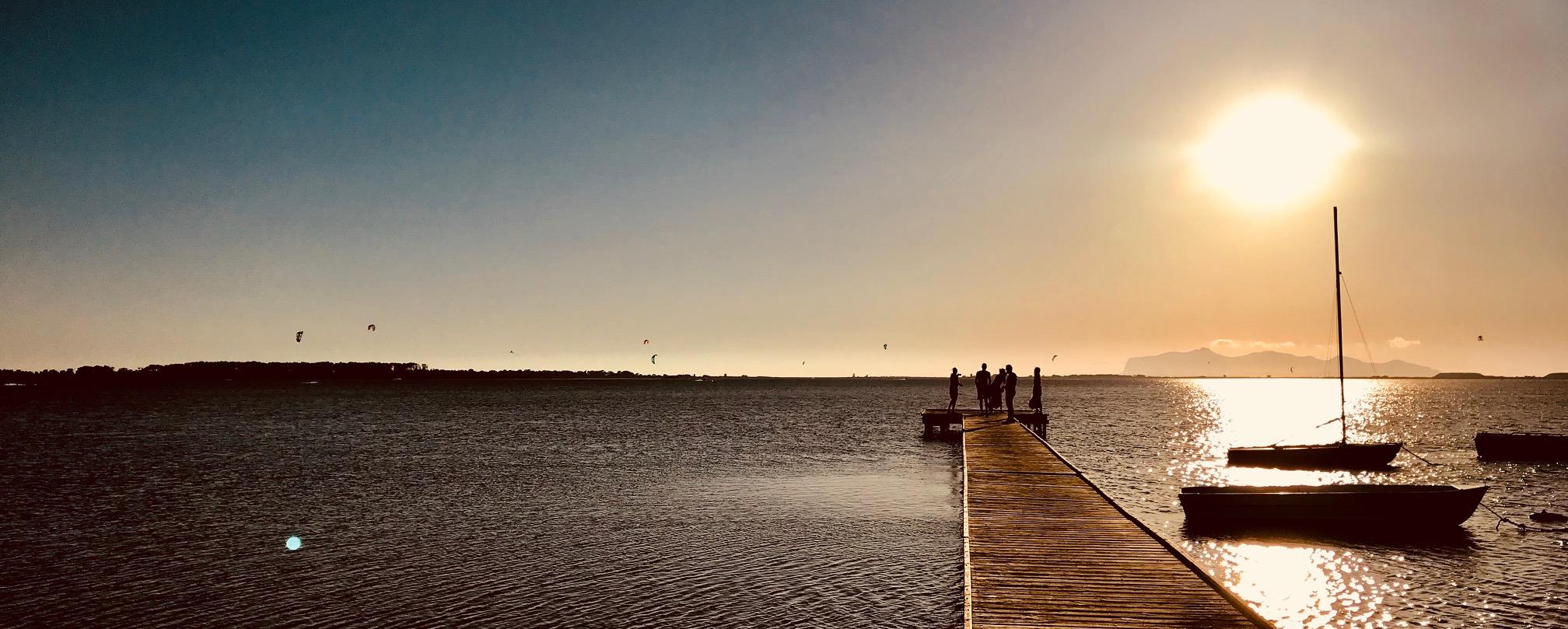 couché de soleil kitesurf sicile, kite a lo stagnone sunset, école de kitesurf kitelab