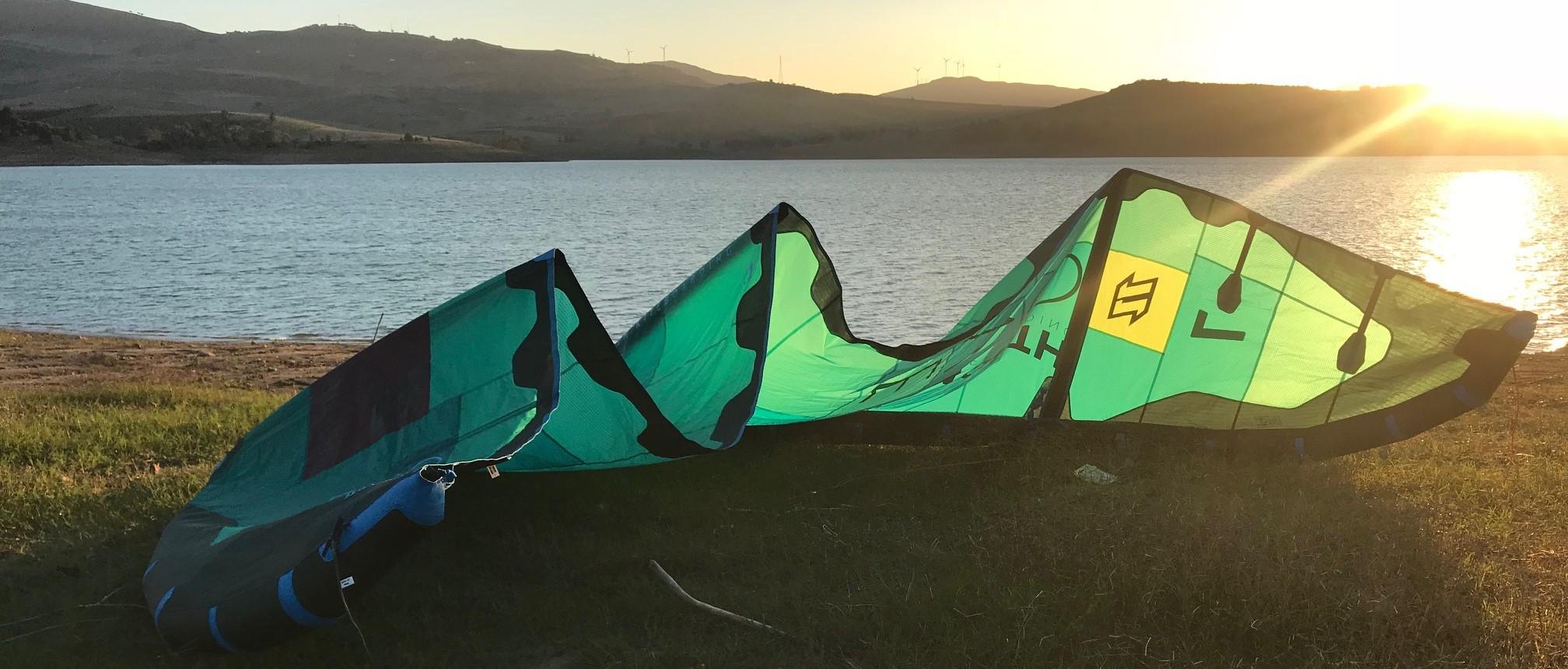pierwszy sprzęt do kitesurfingu, jaki pierwszy latawiec, kitesurfing dla początkujących