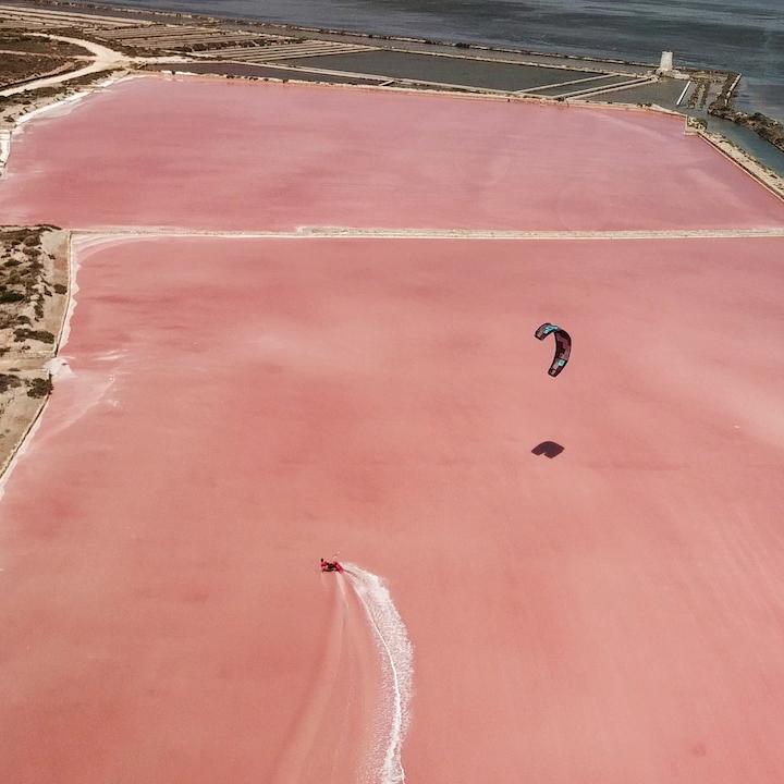 kite dans les saline, vue du drone à lo stagnone