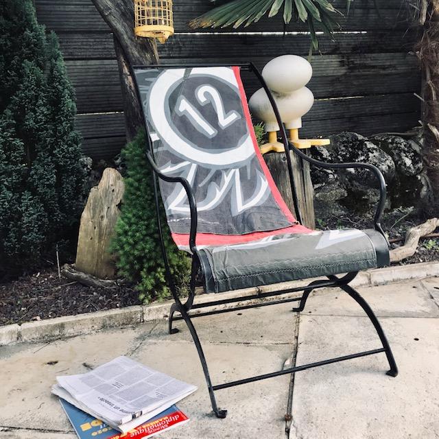 przedmioty z latawców, stary latawiec, krzesełko z latawca, krzesło z kita