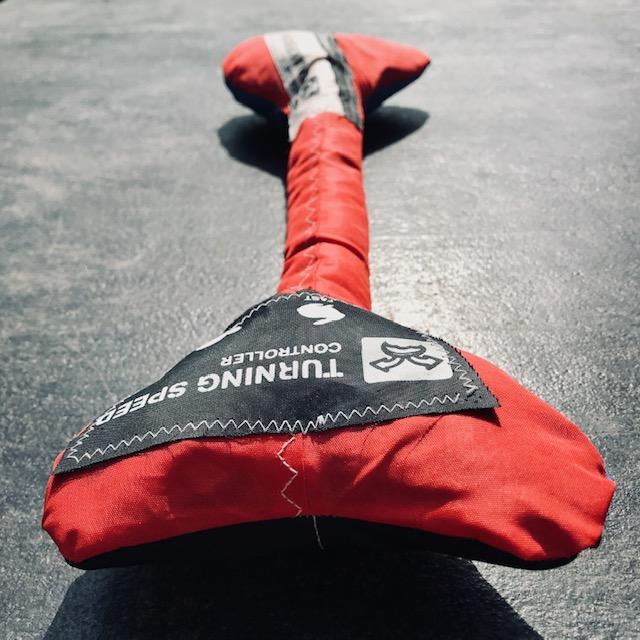 vieux kitesurf recycler; coudre tissu kitesurf; faire une veste avec tissu kitesurf; creation avec vieux kite